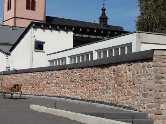 """Parkplatz mit Freianlage """"An der Karrstrasse"""" - Wittlich"""
